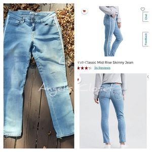 EUC LEVI'S Classic Mid-Rise skinny Jean